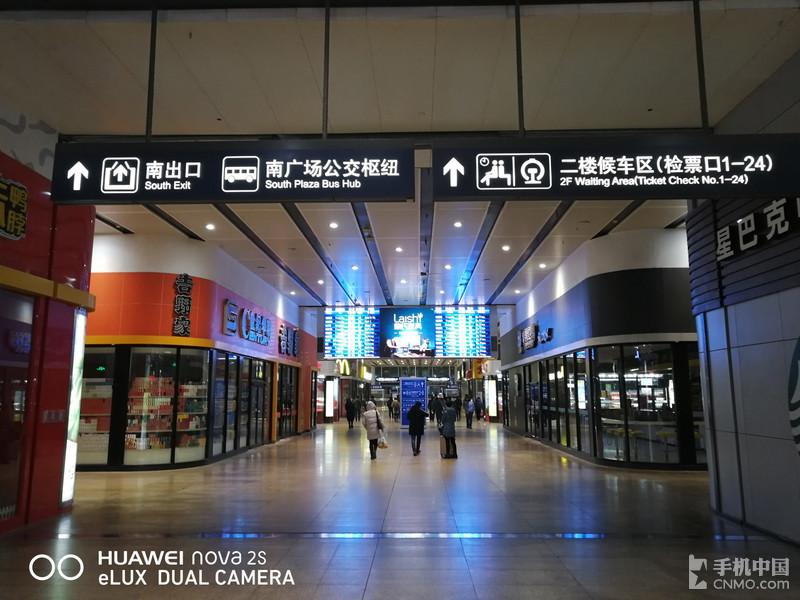 带HUAWEI nova 2s游上海 这包子太美味