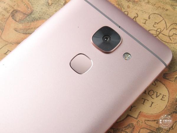 采用后置指纹设计的某手机