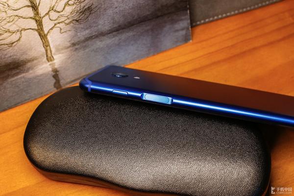 魅蓝S6采用侧边指纹键