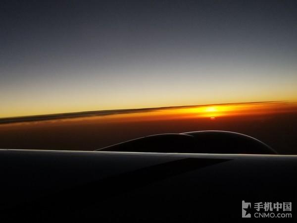 八千米高空下的落日