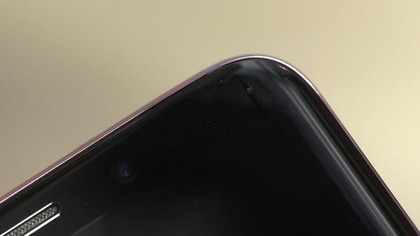 两次跌落实验后的Galaxy S9的屏幕损伤