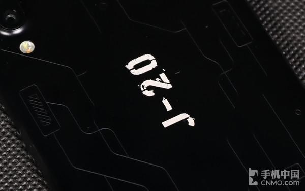 """魅蓝E3歼-20定制版""""J-20""""logo"""