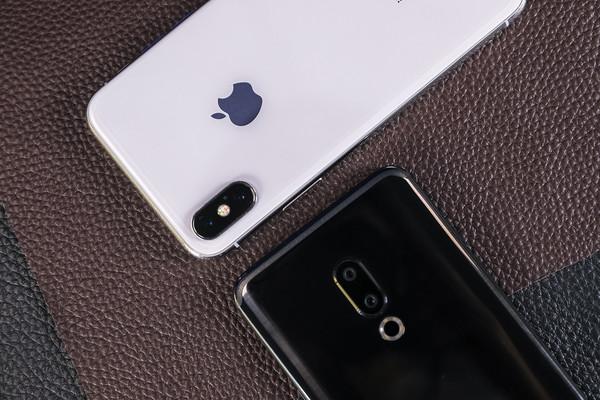魅族15和iPhone X(左)