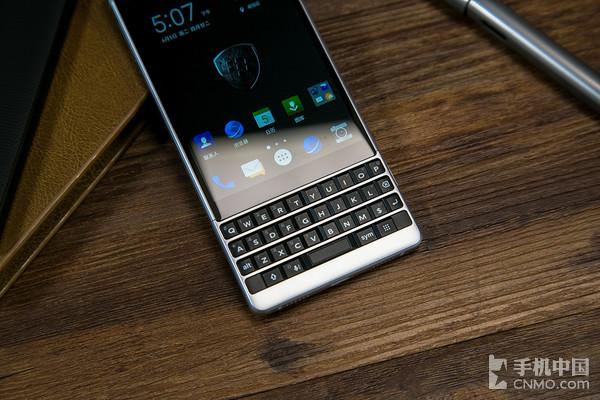 黑莓KEY2的键盘更扁平