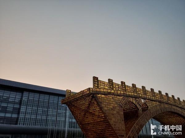 夕阳下的拱桥