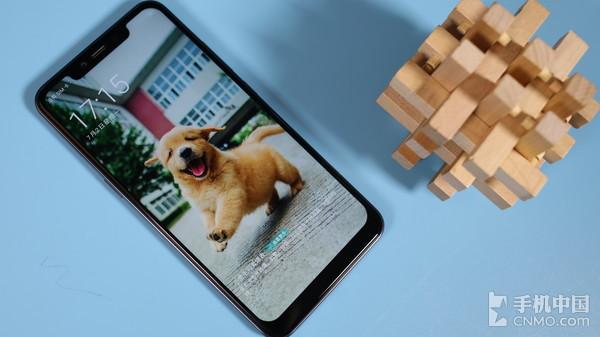 """糖果翻译手机S20采用了""""刘海屏""""设计"""