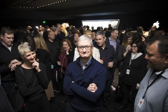 苹果市值终破万亿美元 再创历史新高