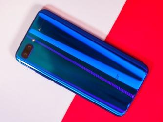 荣耀手机大爆发 三款大容量旗舰同日发售