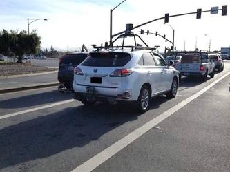 苹果无人驾驶车辆发生首起事故 无人伤亡