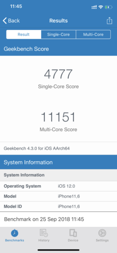 Geekbench 4跑分(左为iPhone XS Max)