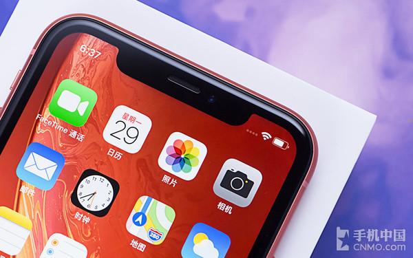 iPhone XR拥有等宽的边框