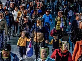 监控新升级 即使是路上行走也能识别身份