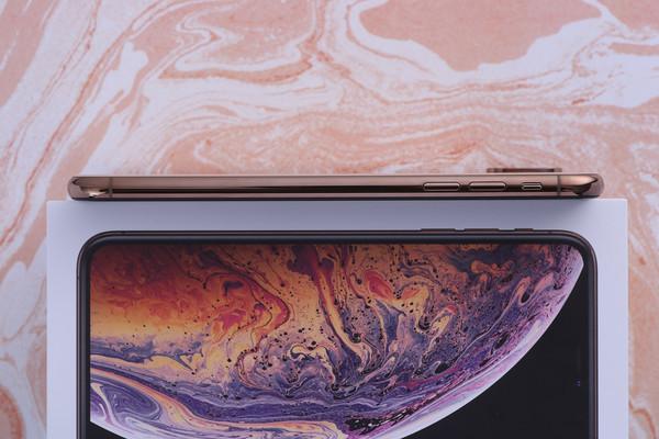 iPhone XS Max的边框采用物理气相沉积工艺打造