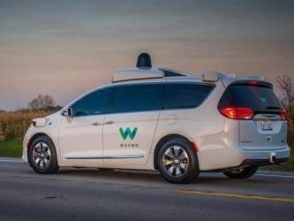 Waymo重新为自动驾驶汽车配安全驾驶员