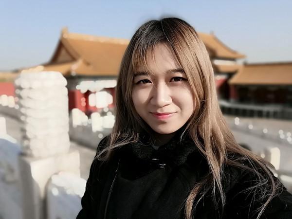 荣耀10青春版人像虚化自拍样张