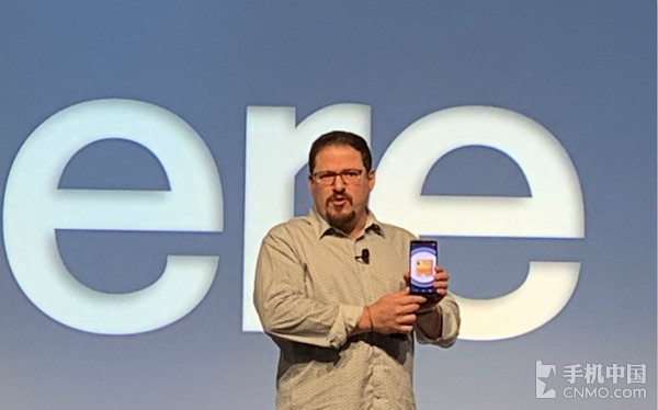 高通总裁克里斯蒂安诺·阿蒙与5G智能手机参考设计