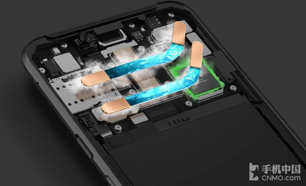 黑鲨游戏手机Helo内部拥有两根散热管