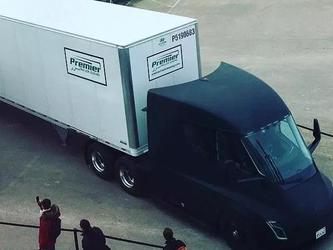 戴姆勒卡车CEO表示:无情的现实会给特斯拉上一课