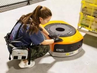 亚马逊仓库工人新装备上阵 与机器人员工和谐相处
