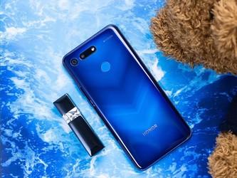 2018年上海关区手机出口量减价涨 呈现四大主要特点