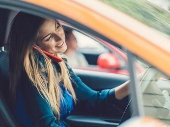 分心驾驶成为事故多发原因 智能手机竟成肇事凶手
