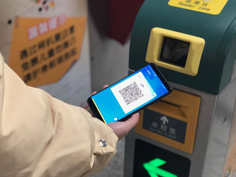 出门又少一张卡£¡郑州公交地铁均实现支付宝刷码乘车