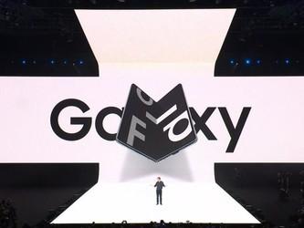 这个颜值卖爆 三星首款折叠屏手机Galaxy Fold亮相!