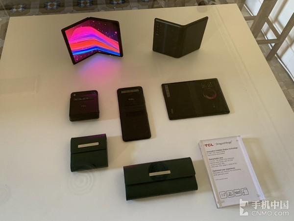 TCL通讯现场展出的诸多折叠手机解决方案