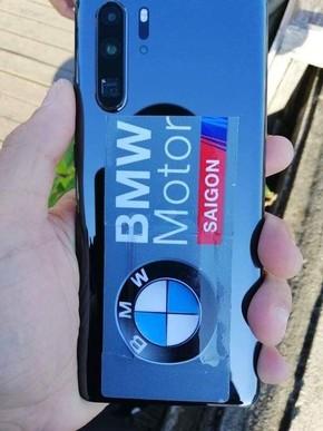 华为P30 Pro蓝色真机上手 徕卡四摄全球第一稳了?