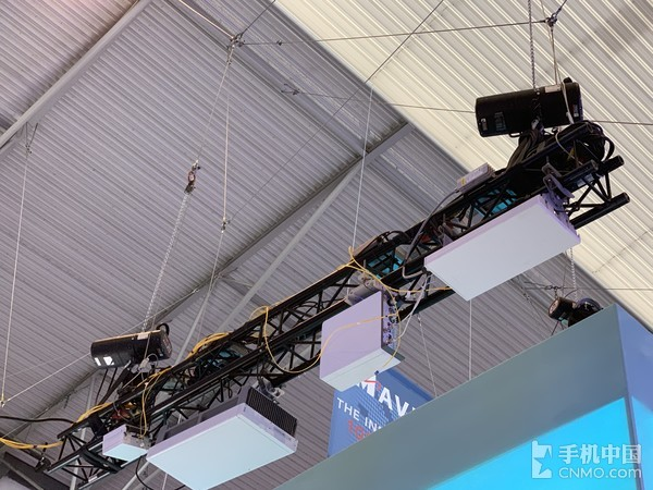 MWC2019高通展台上发射5G网络信号的小基站