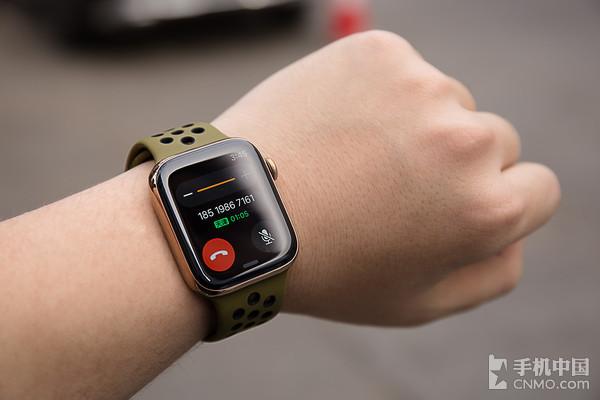 有了eSIM后£¬Apple Watch Series 4就能随时随地拨打电话