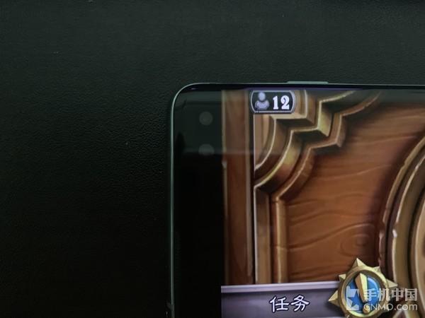 前置摄像头不会阻挡屏幕显示