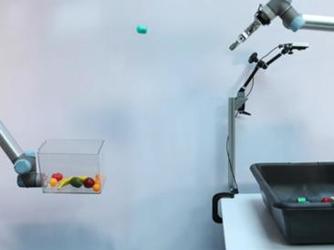 """谷歌开发拾取机器人自学投掷  """"投篮""""准确率高达85%"""