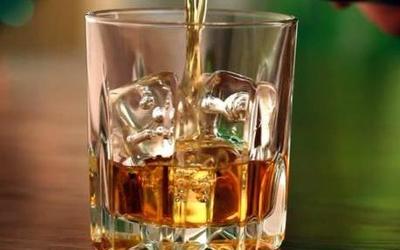 """过量饮酒太伤身 科学家用""""假酒""""拯救""""沉迷酒精""""的灵魂"""