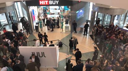 海信手機遭外國人排隊瘋搶 品牌銷售收入增長274.4%