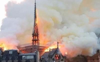 巴黎圣母院火灾扑救工作零伤亡 消防机器人功不可没