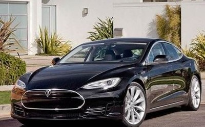 漂移不稀奇 车辆漂浮见过吗?特斯拉Model S显神通