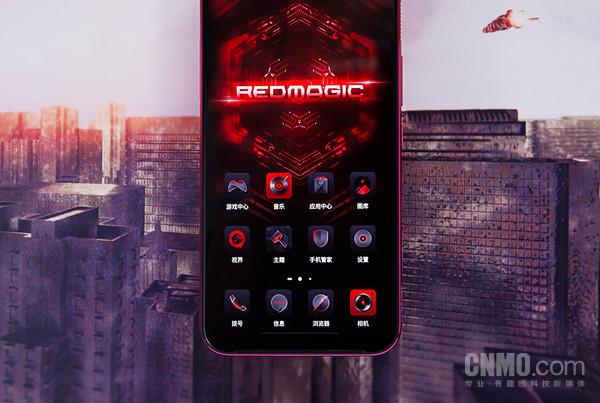 红魔3配备6.65英寸OLED屏幕