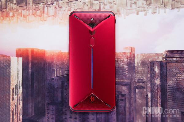 红魔3采用全金属材质背板,有效提升散热表现