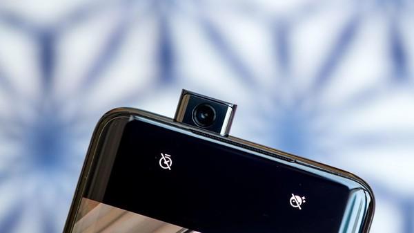 一加7 Pro前置相机(图源cnet)