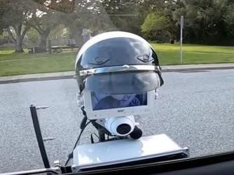 机器人交警充当¡°中间人¡± 远程执法消灭警民正面冲突