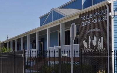 库克到访埃利斯·马萨利斯音乐中心 宣布捐赠苹果产品