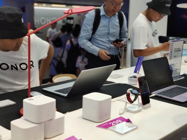 赵明:荣耀Life自营概念店是年轻人的潮流科技社区