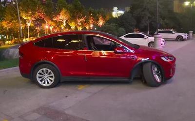 特斯拉再出事故 陕西一Model X停车场倒车时突然断轴