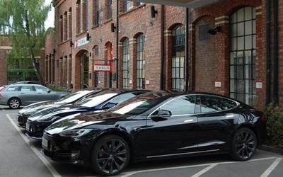 特斯拉黑色车型下月涨价1000美元 白色成为基础色
