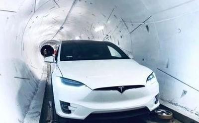 在马斯克的隧道里开车是什么体验 时速很快但很无聊