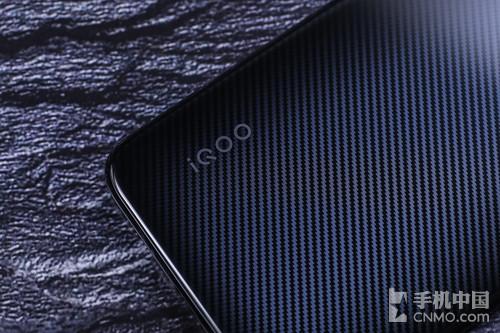 "iQOO Neo碳纤黑图赏:隐藏在玻璃盖板下的""秩序"""