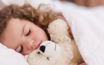父亲把孩子的睡眠数据编成了毯子 以8650美元被拍