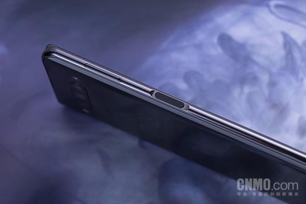 努比亚Z20采用亮色金属中框