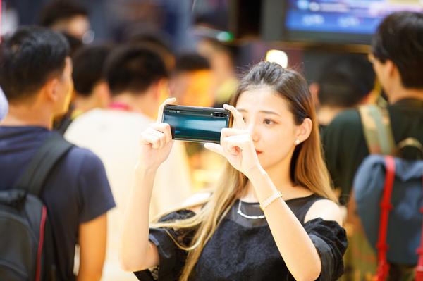 vivo首款商用5G手机iQOO Pro:5G 6天线设计速度起飞